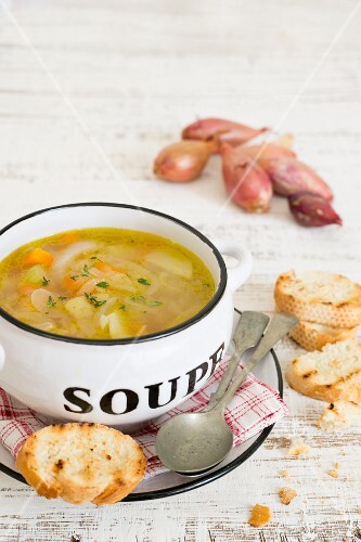 Shallot and vegetable soup with grilled bread