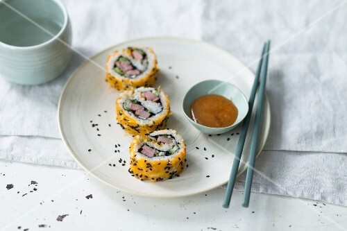 Uramaki sushi with duck breast and a daikon dip