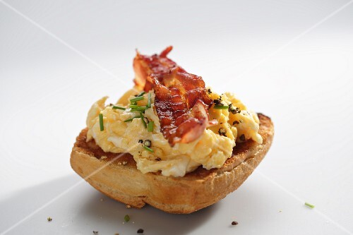 Scrambled egg with bacon on a toasted roll