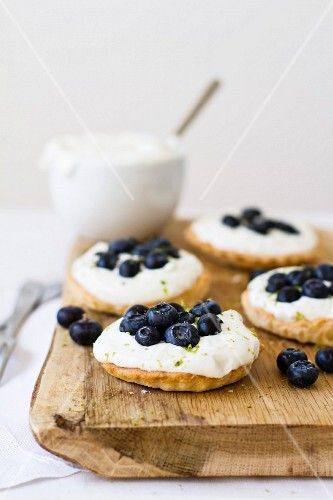 Tartlets with lime cream and blueberries