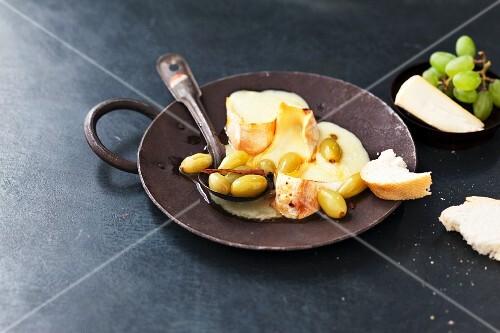 Reblochon raclette with grapes