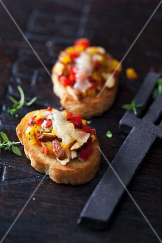Pepper crostini with raclette anchovies