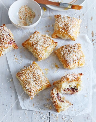 Puff pastries filled with chocolate and bananas