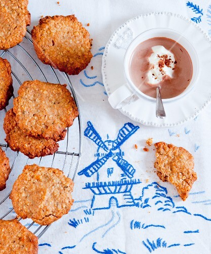 Oat biscuits with cocoa