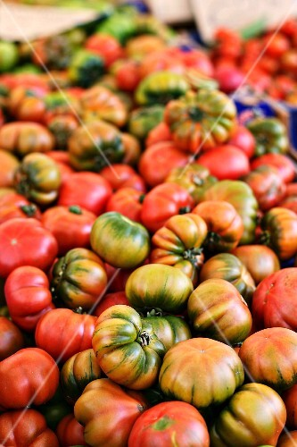 Costoluto tomatoes on a market stand