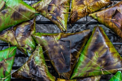 Grilled banana leaf parcels filled with stick rice (Chanthaburi, Thailand)