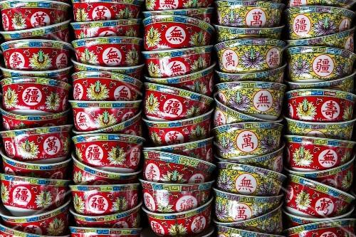 Colourful tea bowls from China at a market (Bangkok, Thailand)