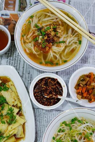 Shan rice noodles, chickpeas and tofu (Yangon, Myanmar)