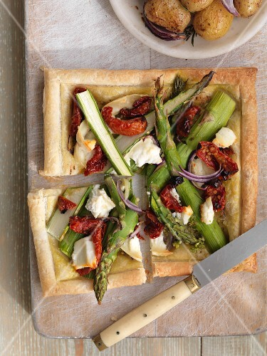 Puff pastry asparagus tart with dried tomatoes