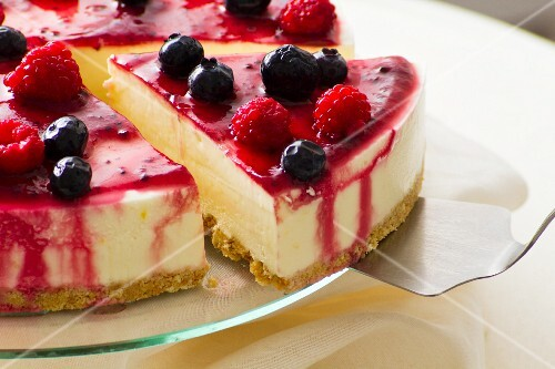 Berry cheesecake, sliced (close-up)