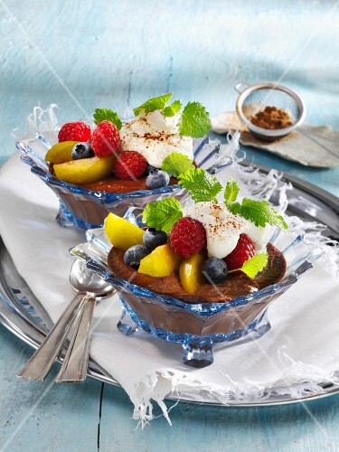 Carob cream with fresh fruits