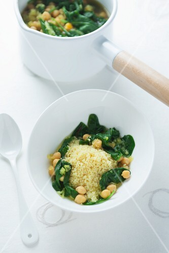 Stew with couscous, chickpeas and spinach