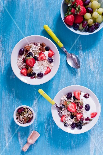 Muesli with yoghurt and berries (seen from above)