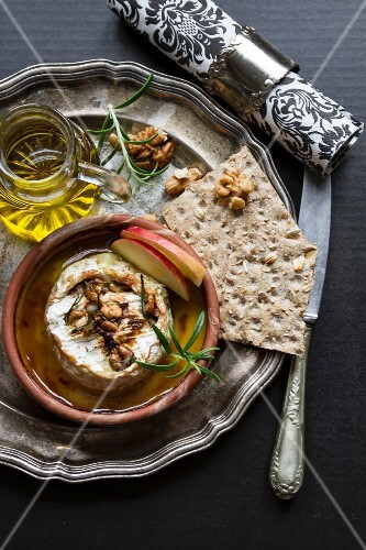 Baked Camembert with nuts and crispbread