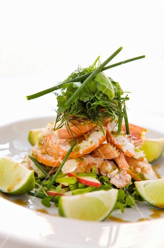 Pesto-baked scampi with dill and limes