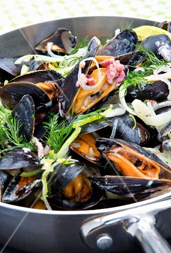 Mussels steamed in white wine with bacon, onions and dill