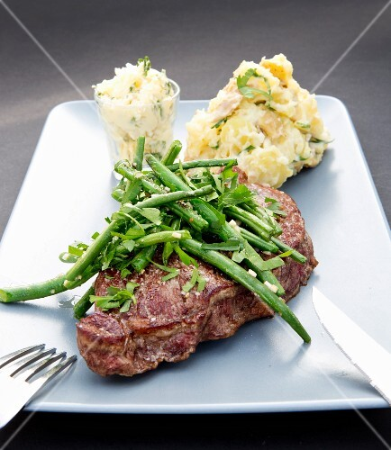Beefsteak with mashed potatoes and green beans