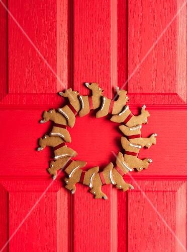 A door wreath made from gingerbread reindeer