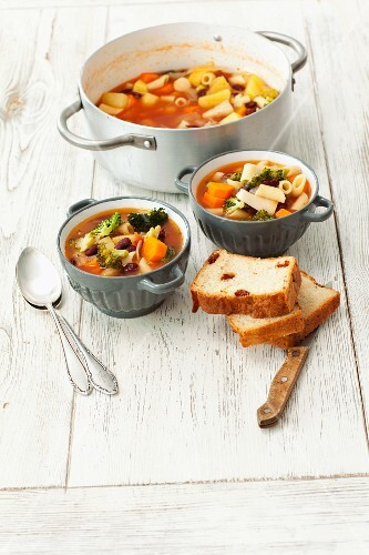 Vegetable soup (carrots, potatoes, broccoli and kidney beans) with penne and homemade bread with dried tomatoes