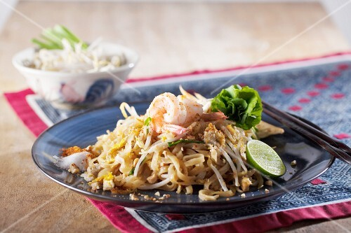 Pad Thai with prawns (noodle dish from Thailand)