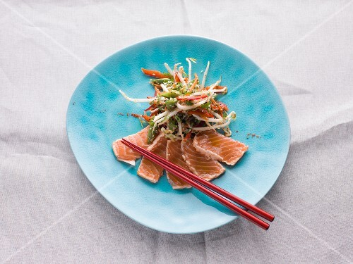 Flash-fried salmon with vegetables (Asia)