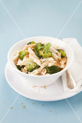 Penne with broccoli, garlic and breadcrumbs