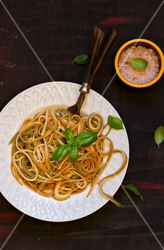 Tricoloured spaghetti with butter and basil