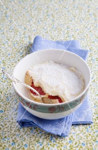 Strawberry tiramisu with icing sugar