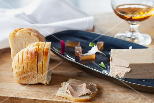 Chicken liver pâté with bread