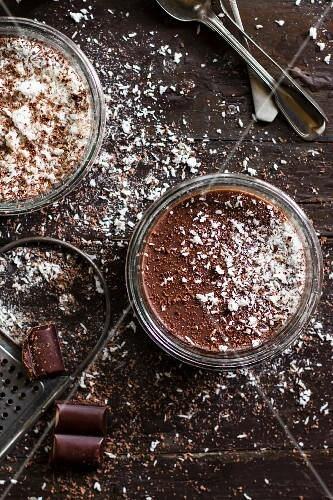Chocolate mousse with grated coconut