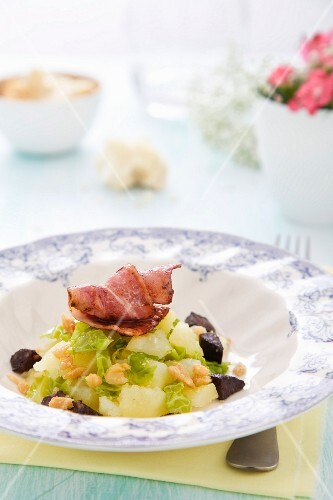 Potatoes with savoy cabbage, black pudding and bacon