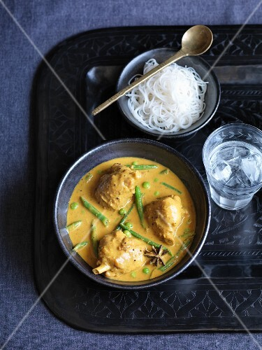 Chicken with vegetables and coconut sauce (India)