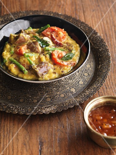 Vegetable curry with lentils and aubergines (India)