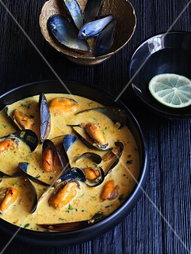 Mussels in a saffron sauce (India)