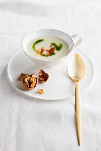 Vichyssoise soup with walnuts and peppers