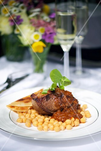 Beef steak with gravy, chickpeas and unleavened bread