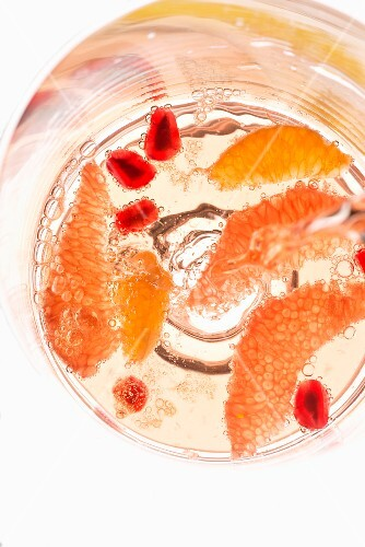 A cocktail with fruits (seen from above)