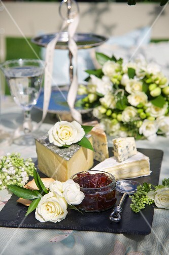 Various types of cheese with chutney