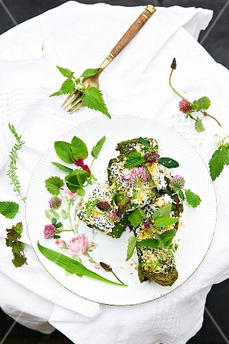 Herb crespelle with spinach and goat's cream cheese