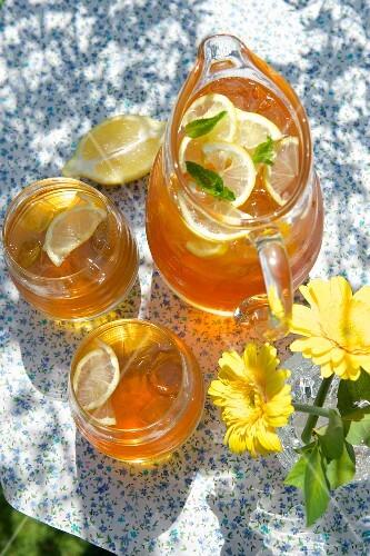 Elderflower punch with lemon and mint
