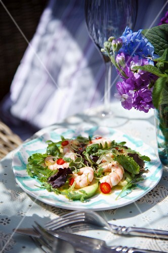 Prawn and avocado salad with chillis