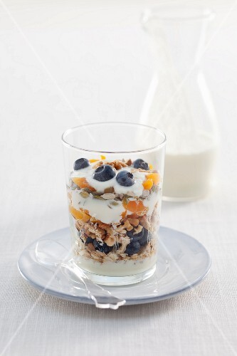 Muesli with yoghurt, fruit and nuts