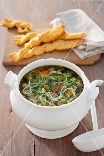 Noodle soup with vegetables and dumplings (Holland)