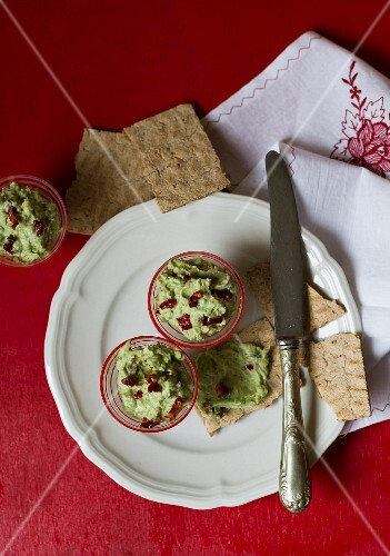 Avocado cream with dried tomatoes