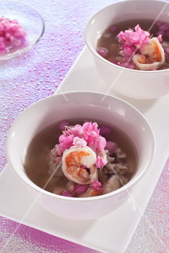 Clear soup with prawns and edible flowers (Thailand)