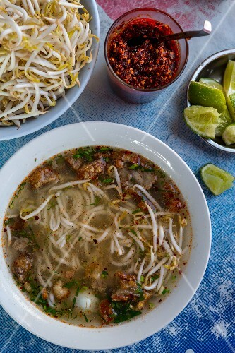 Noodle soup with bean sprouts and chilli paste (Vientiane, Laos)