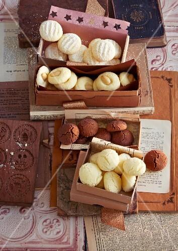 Schneeflocken and Schmalznüsse (German Christmas biscuits)