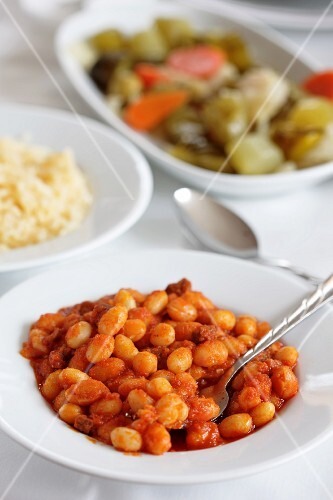 Dried beans in tomato sauce with rice and pickles (Turkey)
