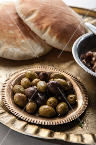 Marinated olives with unleavened bread