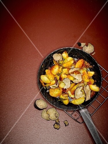 Spicy fried potatoes and black summer truffles